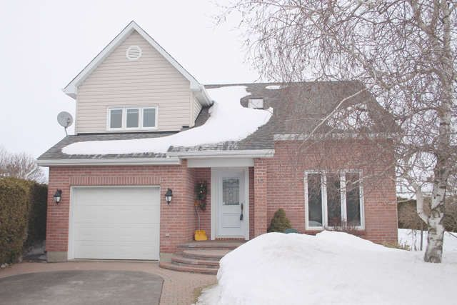 Casselman $275,000 ID#22495 Beautiful 3bd w/pizzazz.  Large private yard abundant with green life. Modern open concept w/dramatic cathedral ceilings shows natural décor and bright light.  A jewel of a home to call your own!