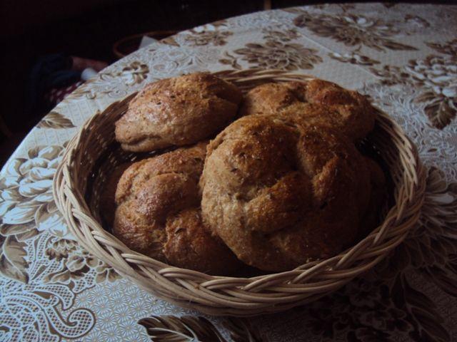 Špaldovo cibuľové žemličky- recept: http://dobruchut.azet.sk/recept/9875/cibulove-zemle-zo-spaldovej-muky/