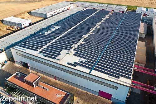 Fotografia aerea de la cubierta solar en una nave de Sevilla