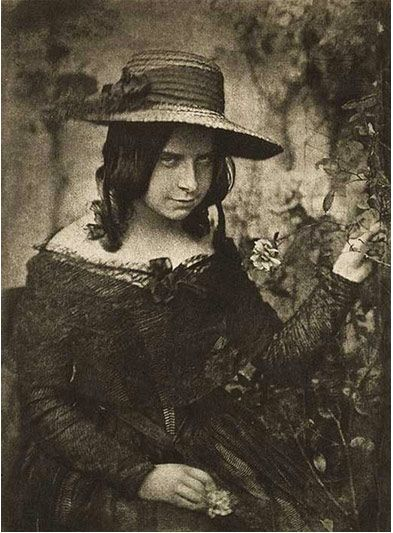 24 Creepy Vintage Photos That Will Haunt Your Dreams - Gallery. She's creepy enough for any haunt!