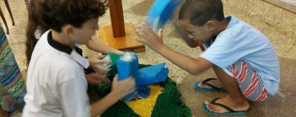 Primeira Igreja Batista fica com moedas de cofrinhos de crianças