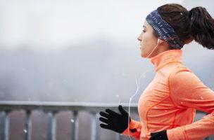 Laufen ist ein idealer Sport, um ein paar Kilos abzunehmen – oder um sein Gewicht zu kontrollieren. Wie Fettpolster schnell und nachhaltig verschwinden, er