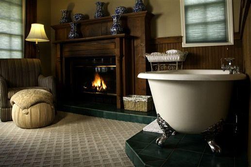 Beautiful bathtub at The Victoria Inn - Murphys, CA