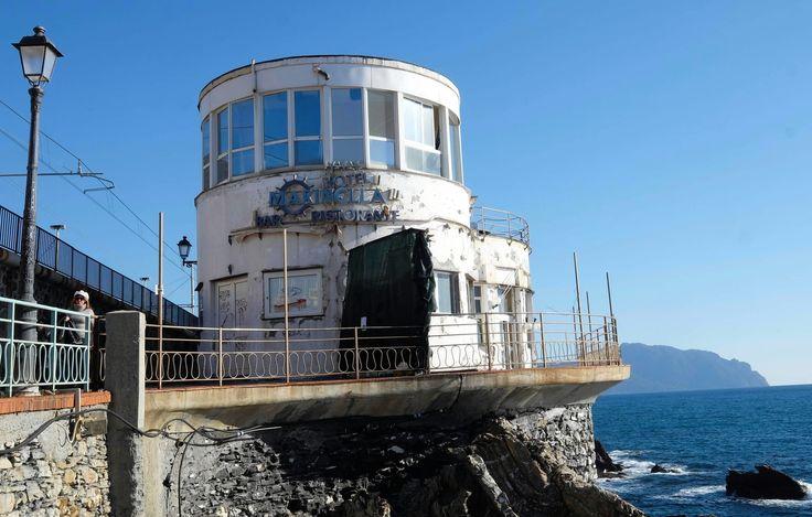Offerte lavoro Genova  E la Marinella diventa il simbolo della speranza  #Liguria #Genova #operatori #animatori #rappresentanti #tecnico #informatico Nervi divisa sulla piscina tra degrado e rinascita