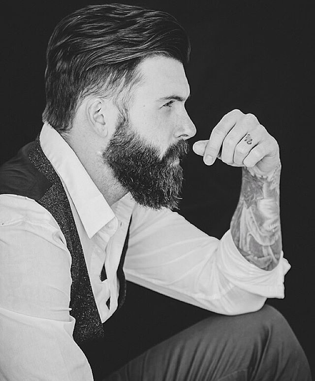 Statue & profile... Also be sure to check the link in my bio for my official hair product... Photo : @mariuszjeglinski