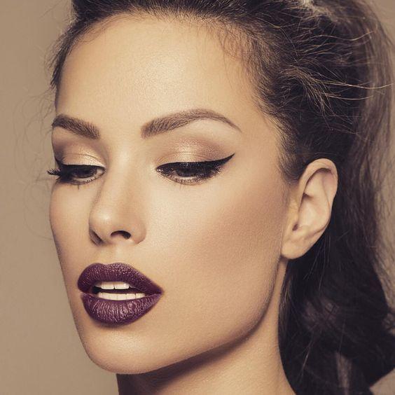 Labios morados para atraer miradas.  #Labios #Lipstick #Raven