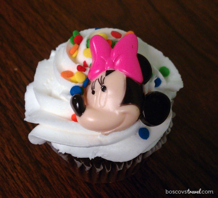 Having a Magical Monday! #Disney #Minnie #Cupcake