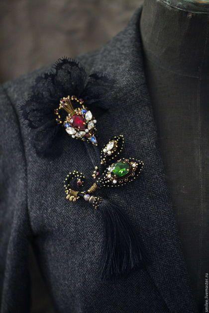 Купить или заказать Вышитая брошь цветок 'Skazki A La Russe' в интернет-магазине на Ярмарке Мастеров. Продолжение коллекции в русском стиле . Потрясающий цветок из черного бархата . Кружева шантильи и разноцветных кристаллов, разного размера и форм . Смотрится очень эффектно . Для удобства есть два замочка ,чтоб можно было удобней закрепить его на одежде .