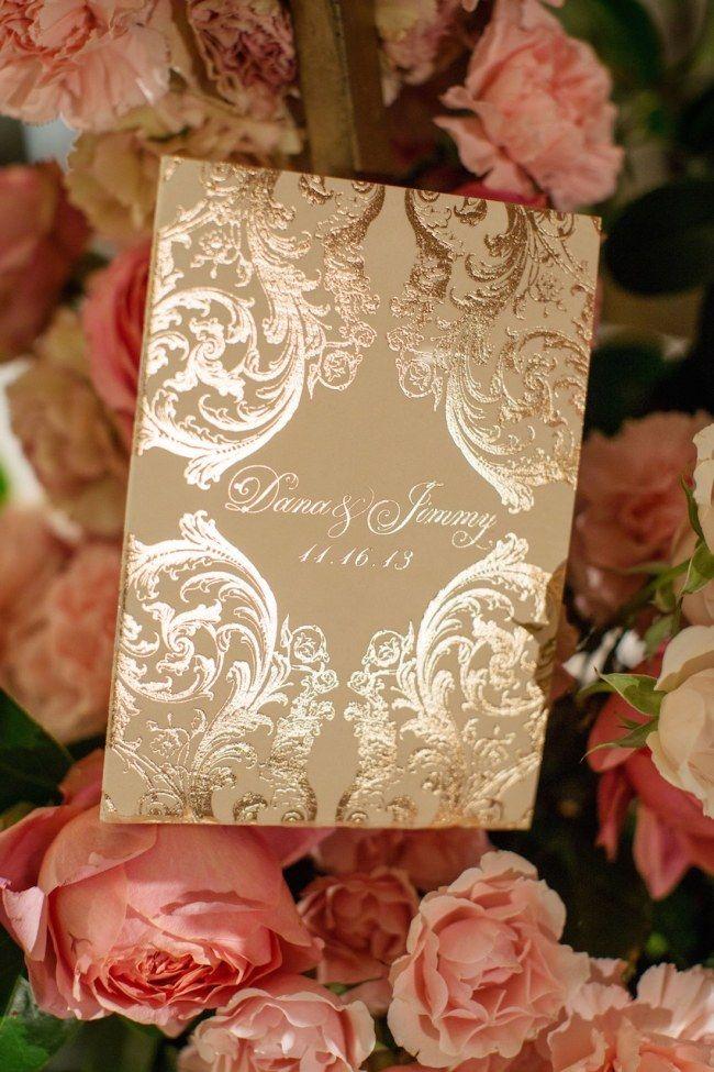 Dourado no casamento: convites