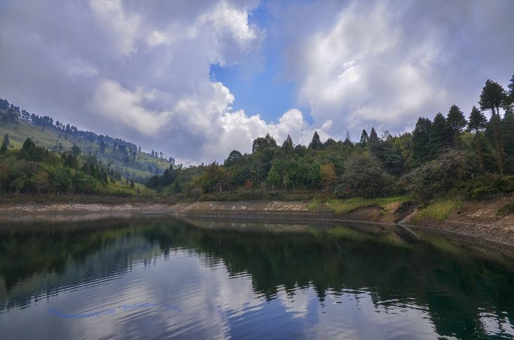 This is one of the most alluring water bodies of Darjeeling. Senchal Lake and its surrounding area is a favorite picnic spot for tourists. You have to walk almost 10 km from town to reach there. There is a club house and 9 golf-courses nearby the lake. Darjeeling tour will be unfulfilled if you avoid this site to visit.