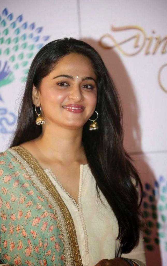 Anushka Stills At Memu Saitam - Anushka Shetty