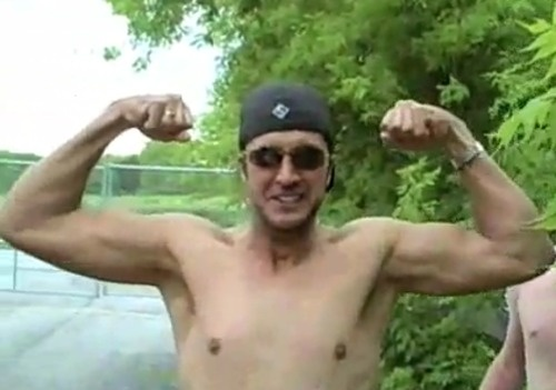 """""""Can't get these kind of muscles anywhere but a farm!"""" -Luke Bryan <3 new wallpaper?i think so! (: Luke Bryan is truly my muscle man!!!!"""