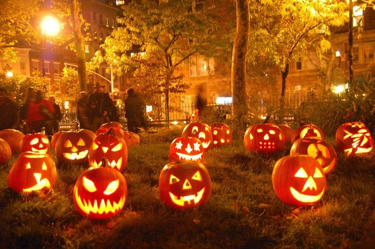 Although many people like to spend a lot of money during Halloween for buying decorations, there isn't exactly a need to. So if you want to save up on your Halloween budget then you have come to the right place. There are several ways to make cheap and innovativedecorations for