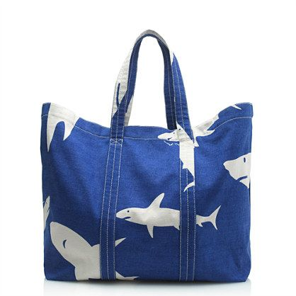 Sturdy canvas beach bag that can be folded while traveling in the summer. J.CREW