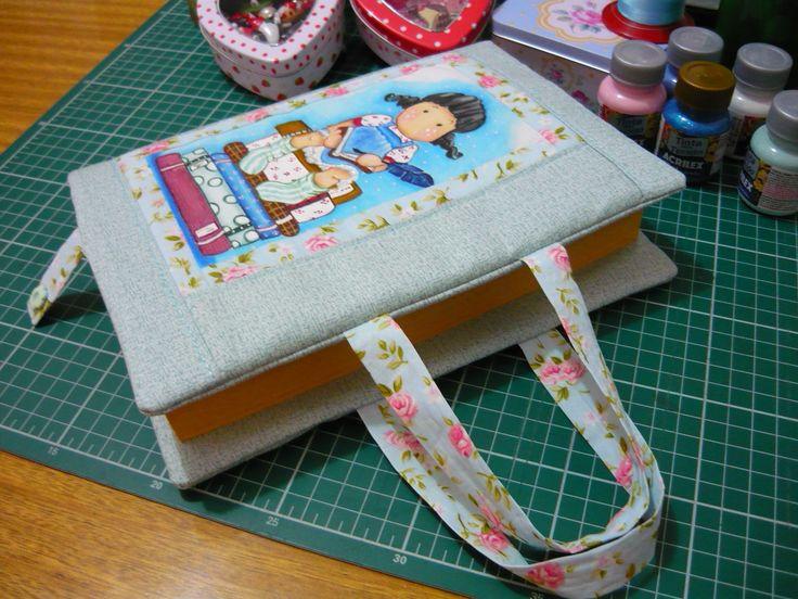 Capa para livro, patchwork e pintura em tecido.