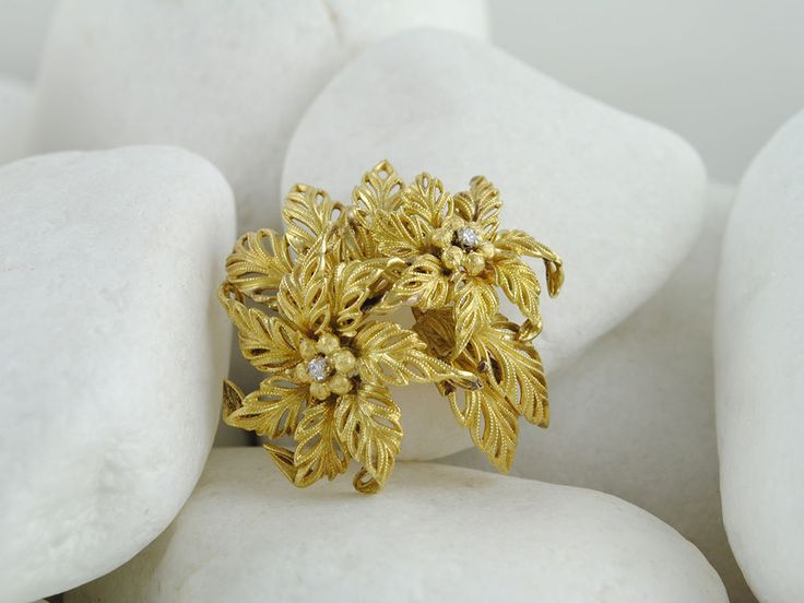 Vintage Estate Italian 18K Solid Gold Diamond Decorated Flower Brooch