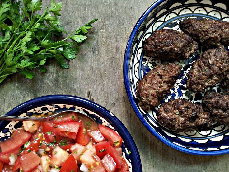 Smažený orientální kebab a rajčatový salát s mátou (paleo, whole30)