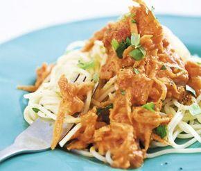 Bästa pastasåsen! Har lagt den i många år och tröttnar aldrig  //tant_Tessan.     Lättlagad och njutbar vegetarisk pastasås med morötter, krossade tomater, lök och matlagningsgrädde. Denna mustiga och välsmakande morotssås serverar du till pasta. En måltid som passar lika bra både till middag och lunch.