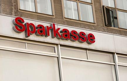 Ponad 100 000 klientów niemieckiej Sparkasse oceniło 254 placówki bankowe. Sprawdź gdzie jakość obsługi, oferowane usługi i ceny są najlepsze!