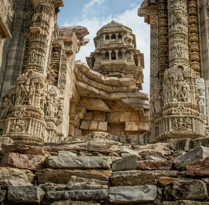 Another view of Vijay Stambha, Chittorgarh fort palace, Rajasthan, India Dated: 12th century CE