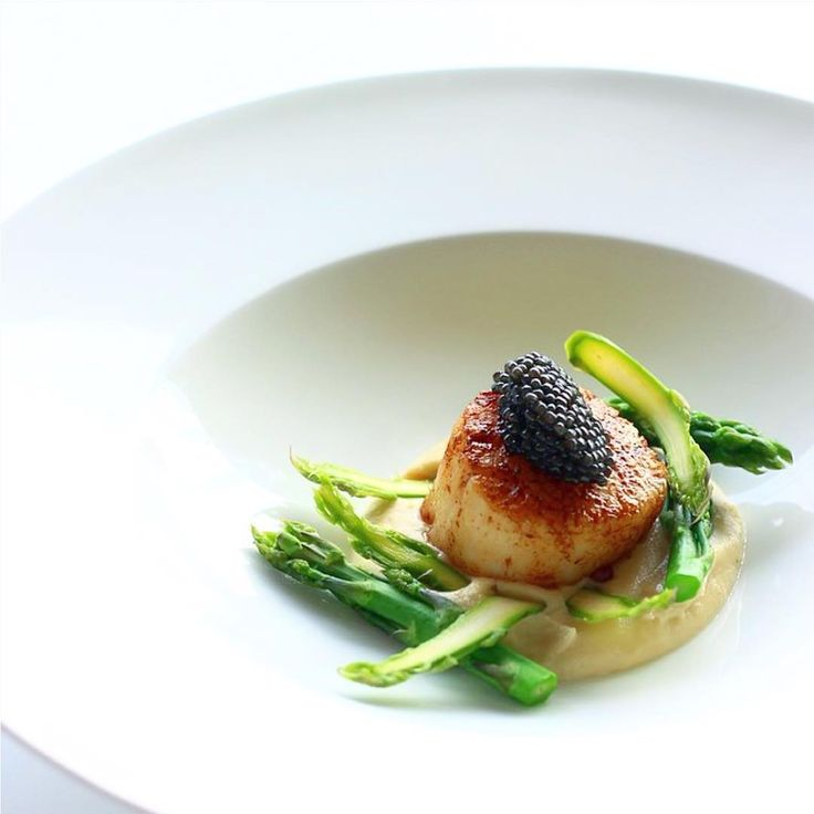 Scallop, cauliflower cream, asparagus and caviar by @french_grill