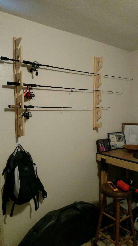 Vous achetez une canne à pêche à la main qui se monte au mur porteur détient 4-12 tiges selon votre commande. Fait de pin noueux 100 % en bois. Longueur 35 ½ de haut (pour le support de tige 8 pour la référence ajouter ou soustraire 4 pouces de longueur par nombre de tiges) 1¾ de large. 4 », entraxe pour la facilité d'accès. Il n'y a pas faire tomber d'autres pôles tout en essayant d'obtenir un vers le bas. Montage facile. Une vis dans le haut niveau, il et mettre une deuxième vis dans le…