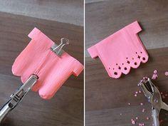 como hacer una guirnalda de corazones de papel picado