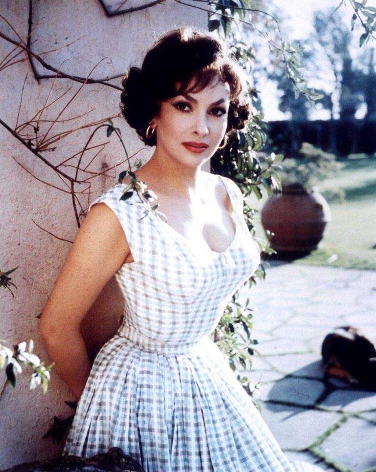 Gina Lollobrigida. Another gorgeous Italian lady.