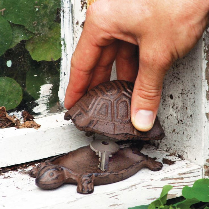 Use this little fellow to keep your spare house key safe and sound. Made from cast iron and featuring a removable shell, it just wants a coz...