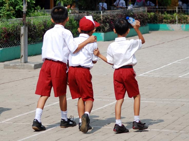 Bahan Berita - Kekerasan terjadi lagi di dunia pendidikan. Lima murid kelas VI SDN Durenseribu Komplek Arco Sawangan, Depok, mengalami perlakuan kekerasan oleh gurunya bahasa Inggrisnya.