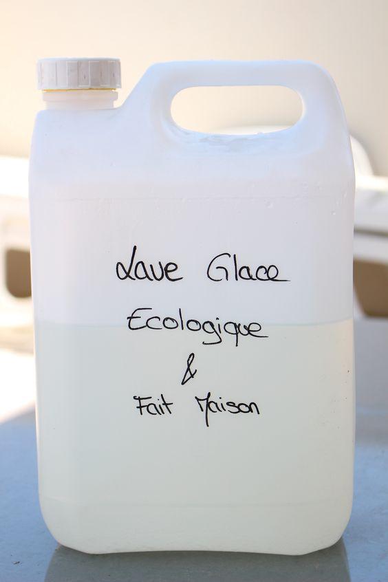 Cette semaine, je n'avais plus de lave glace dans ma voiture du coup je vous propose cette recette de lave glace écologique et fait maison que j'ai trouvé ici. Ce lave glace est un nett…