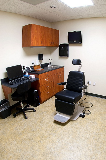Optometry exam room by Vin|Yet Architecture, via Flickr