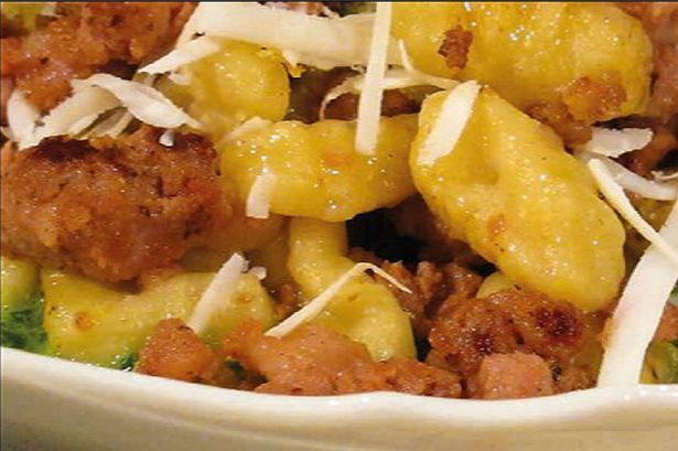 Gnocchi with sausage, rocket sauce and crispy bread crumbs