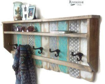 Entrada madera estante Perchero / estantes de por RiversideStudioON