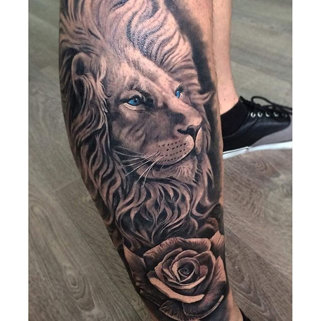 Amazing artist David Garcia @davidgarciatattoo lion rose leg tattoo! @natgeo @worldofartists ...