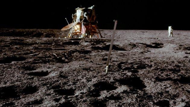 A Apollo 12 aconteceu 3 anos após a famosa Apollo 11 e foi a última vez que um ser humano pouso sobre a Lua (Foto: Divulgação/Nasa)  Matéria completa: http://canaltech.com.br/noticia/curiosidades/ha-exatos-47-anos-o-homem-pisava-na-lua-pela-primeira-vez-74075/ O conteúdo do Canaltech é protegido sob a licença Creative Commons (CC BY-NC-ND). Você pode reproduzi-lo, desde que insira créditos COM O LINK para o conteúdo original e não faça uso comercial de nossa produção.