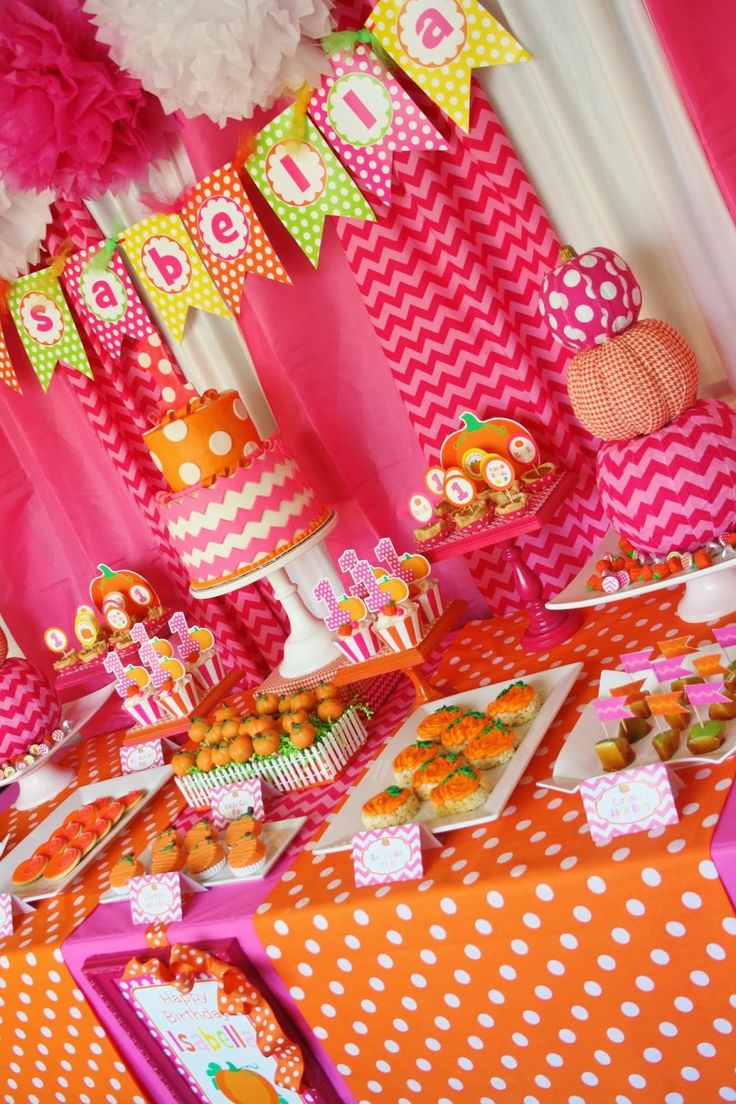 Yesterday I had the most fun setting up this adorable dessert table for Isabella's first birthday celebration! Isabella's mom Jessica plan...