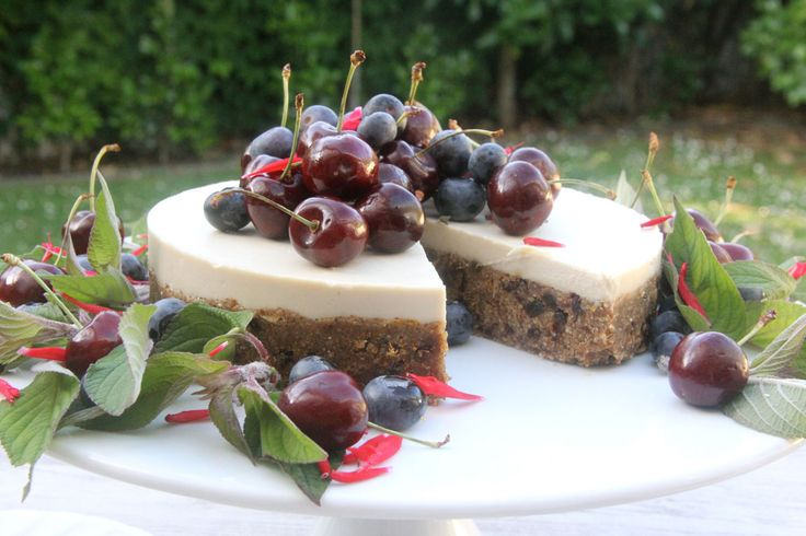 White Chocolate Christmas Cake (gluten free, dairy free, raw and refined sugar free) - The Holistic Ingredient