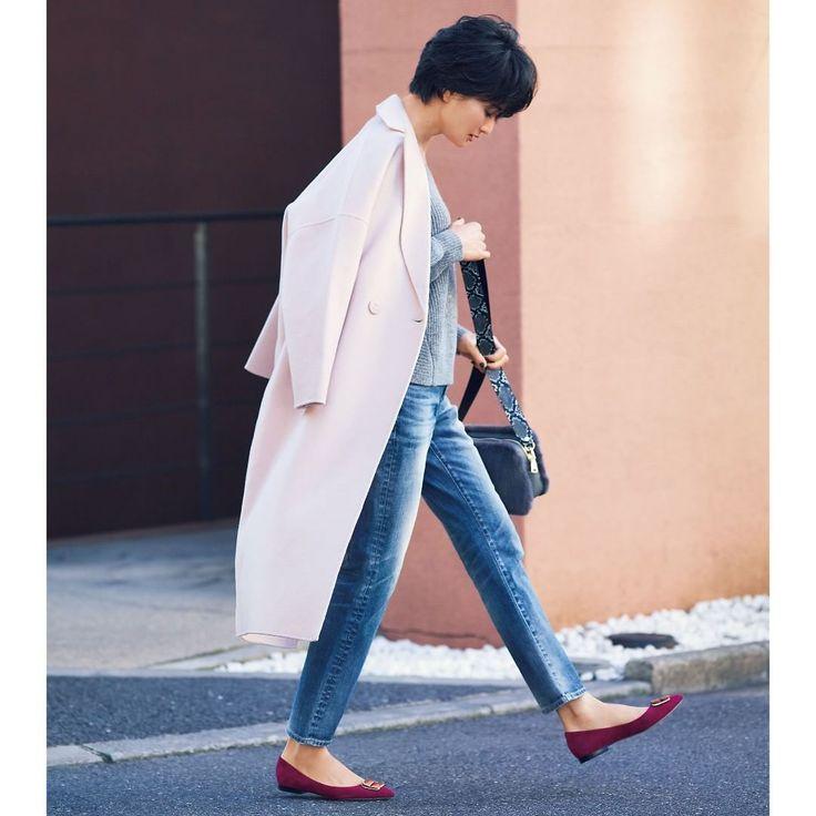 まだまだ寒い季節は続くけれど面積の広いコートでパウダーピンクを取り入れればスタイリングの印象がぐっと明るくデニムの淡いブルーに合わせニットにも優しいライトグレーをチョイスモーヴピンクの靴で足もとだけは強い色で引き締めるのを忘れずに ショップマリソルで検索  コート#upperhights (商品コード305119) ニット#CLANE (商品コード309735) デニム#REDCARD (商品コード277883) フラットシューズ#PELLICO (商品コード280835) バッグ#LibertyBell (商品コード308159)  #季節の狭間のおしゃれはデニムにおまかせ #デニム #女っぷり #大人女子 #Marisol #マリソル #ファッション #アラフォーコーデ #アラフォー #40代コーデ #40代 #コーデ #コーディネート #通勤コーデ #fashion #shopping #coordinate #ootd #outfit #アッパーハイツ #クラネ #レッドカード #ペリーコ #リバティーベル
