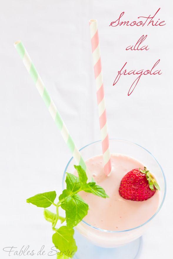 Lo smoothie alla fragola, fattibile anche con altra frutta, è una preparazione densa e cremosa simile ad un frullato o un frappè. Facile, veloce e buono!