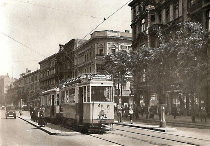 1920er Die Lindenstrasse in der Naehe des Belle-Alliance-Platzes (Mehringplatz)rechts geht es in die Neuenburgerstrasse,im Hintergrund das Kammergericht,heute Teil des Juedischen Museums