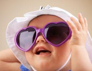 Nabelkompressen? Entbehrlich. Quark? Kann nicht schaden. Augentrost? Unbedingt. Ein kleiner Einkaufsführer für die erste Zeit mit Baby zu Hause - für Mütter, Väter, Omas und hilfreiche Freundinnen.