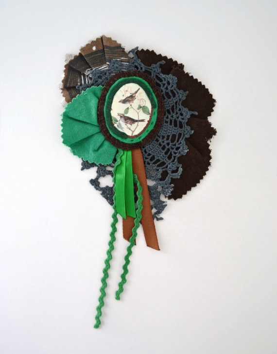 brown and green textile collage brooch free por redstitchlab, €25.00