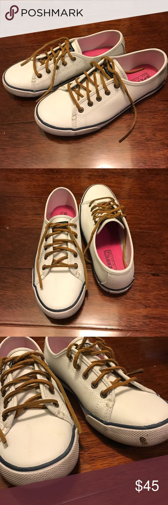 """White Sperry Top-sider Leather Lace-up boat shoes Worn a few times, super comfortable. I'm just trying to clean out my closet. There's a dirt stain as pictured in the last photo, which I can attempt to scrub off with a toothbrush of sold.  It says """"3.5M"""" on the shoes, but it fits a US 5.5 and is equivalent to a U.K. 35.5. Sperry Top-Sider Shoes Moccasins"""