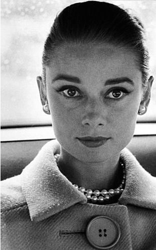 Audrey by Avedon, 1959.Richard Avedon, Pearls Necklaces, Beautiful, Audrey Hepburn, Style Icons, Audreyhepburn, Fashion Photography, People, Classic