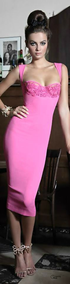 Through Elia's Eyes | The color story of pink in fashion | sexy brunette in pink evening gown | dressed like a princesses | #thejewelryhut
