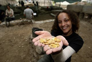 Jerusalém: descoberto maior conjunto de moedas de ouro do período Bizantino - PÚBLICO