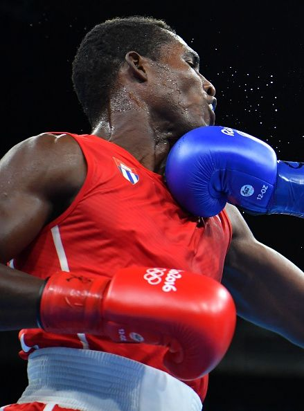 #RIO2016 Cuba's Julio Cesar La Cruz receives a punch from Turkey's Mehmet Nadir Unal during the Men's Light Heavy match at the Rio 2016 Olympic Games at the...