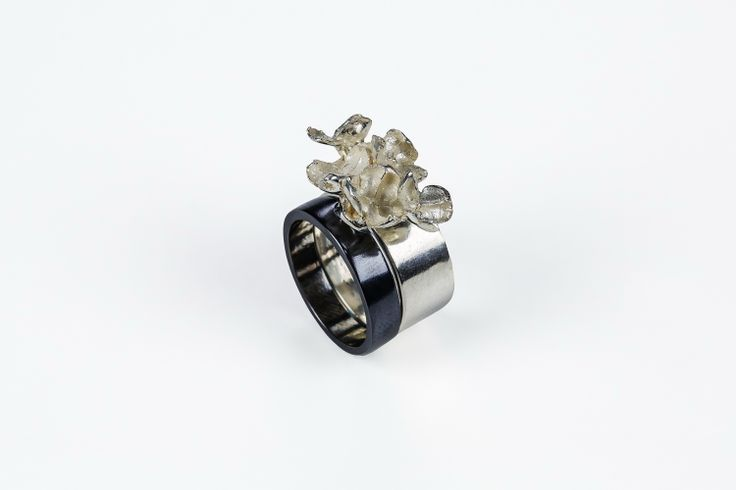 Intersecting Niobium and Sterling Cluster Rings