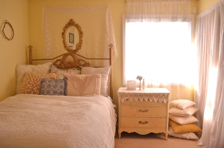 Vintage bedroom. Lace & crochet everything.
